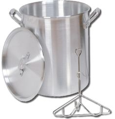 Good cookin' at its best. King Kooker® 26 qt. turkey pots hold up to a 16lb. turkey. Our 30 qt. pots hold up to a 20lb. turkey. Turkey pots are constructed of heavy-duty aluminum and include lifting rack, hook, and lid. - Cajun Outdoor Chef