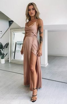 Get red-carpet ready with the Revive Maxi Dress Champagne! This stunning maxi dress is perfect for your next special occasion and comes in a super flattering design. Wear yours with black heels, fine gold accessories and match with a clutch. Red Midi Dress, Glam Dresses, Pretty Dresses, Maxi Dresses, Formal Dress Shops, Formal Dresses, Elegant Dresses, Silky Dress, Outfits