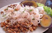 Ceviche de pescado, comida peruana.