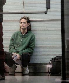 Kristen Stewart filming in Paris, October 29 Daniel Golz, Pretty People, Beautiful People, Jenifer Aniston, Kirsten Stewart, Mein Style, Elizabeth Gillies, Girl Crushes, Aesthetic Girl