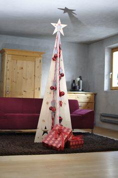 SilenTree® - Stil Zirbe L - dahoam mit roten Päckchen Toddler Bed, Xmas, Balls, Furniture, Home Decor, Make Your Own, Red, Christmas, Crafting