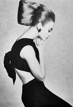 Jean Shrimpton, hair-do // black and white photo
