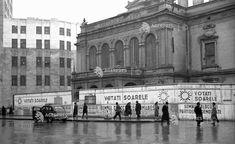 Una dintre ultimele poze cu vechiul Teatru Național din București, de pe Calea Victoriei, în toamna lui 1946. | Bucurestii Vechi si Noi Bucharest Romania, Commercial Architecture, Broadway Shows, Louvre, Memories, Building, Travel, Projects, Romania