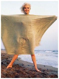 Marilyn Monroe by George Barris, taken in 1962 on Santa Monica Beach, California Years later we are all so intrigued by this beautiful woman. Marilyn Monroe 1962, Howard Hughes, Marlon Brando, Steve Mcqueen, Amy Winehouse, Charlie Chaplin, Playa Santa Monica, Sta Monica, Norma Jeane