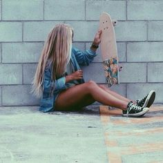 Quest Longboards is a top-selling longboard brand that is based in California, USA. We provide longboard skateboards that complement the leisure skaters' lifestyle! Skater Girl Style, Skater Girl Outfits, Surfergirl Style, Surfboard, Surfer Hair, Skate Girl, Skate Style Girl, Skateboard Girl, Burton Snowboards