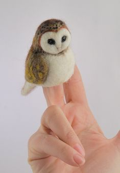 Felted Owl finger puppet - Artwork by Diana Biscaioli.