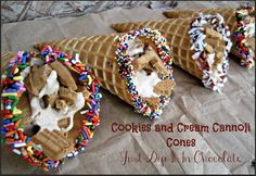 Cookies and Cream Cannoli Cones Recipe, can't find cannoli shells? Don't feel like baking one? No problem how about Joy waffle cones instead. Enjoy this sweet on the go treat! Crunchy, Creamy and Sweet, yum Dessert Dishes, Dessert Recipes, Crispy Treats Recipe, How To Make Cookies, Cookies And Cream, Cupcake Cookies, Sweet Recipes, Mousse, Delicious Desserts