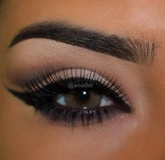 Perfectly shaped eyebrows and black eyeliner makeup inspiration. #eyebrows