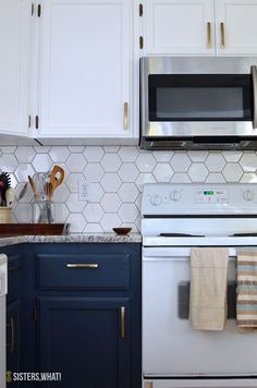 a two toned DIY kitchen remodel – a DIY using a spray gun with hexagon tiles backsplash – Tepe Time Hexagon Tile Backsplash, Beadboard Backsplash, Hexagon Tiles, Kitchen Tiles, New Kitchen, Kitchen Decor, Kitchen Cabinets, Kitchen Sink, Herringbone Backsplash