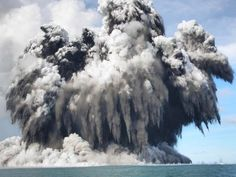 20 Gripping Photos of Extreme Weather Undersea Volcano in Tonga > When Mother Nature has something to say, there's no ignoring her. Here are 20 photos of extreme weather that prove just how powerful she can be. All Nature, Science And Nature, Amazing Nature, Earth Science, Natural Phenomena, Natural Disasters, Tonga Island, Volcan Eruption, Awesome