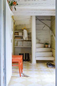 Bientôt, je vais retrouver ma maison à la campagne. Elle n'est pas aussi belle que celle-ci mais en contrepartie, les toilettes ne sont ...