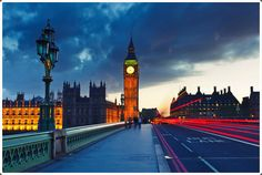 Big Ben is a the popular London tourist attraction at night. Pictures & Images of Big Ben Clock Tower, London. City Of London, Tower Of London, London Bridge, London Night, London Hotels, Oh The Places You'll Go, Places To Visit, London Attractions, London United Kingdom