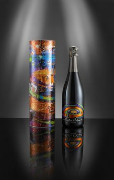 5Pointz label and packaging. Street art design applied on a classical white sparkling wine and to its packaging. Design: Domino Communication www.dominocommunication.it Production: Luxexforma www.luxexforma.it #dominocommunication #luxexforma #michelechiarlo #luxoro
