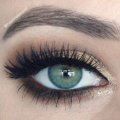 How to Apply Mascara to Your Lower Eye Lashes maskara - Das schönste Make-up Pretty Makeup, Love Makeup, All Things Beauty, Beauty Make Up, Maquillage Yeux Cut Crease, Mascara, Eye Make, How To Make, Makeup For Green Eyes