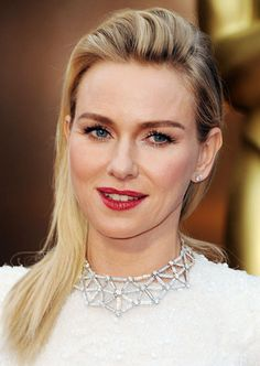 Naomi Watts' Bouffant Side-Swept Hairstyle at the 2014 Oscars