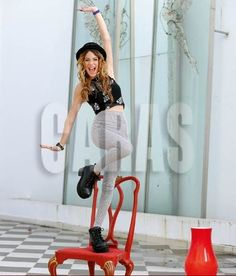 Vacuums, Home Appliances, Celebrities, Queen, Fashion, Martina Stoessel, Faces, Makeup, Hairstyle