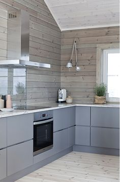 A Collection Of 10 Small But Smart Kitchen Interior Designs Wooden Kitchen, Kitchen Dining, Kitchen Decor, Kitchen Grey, Cabin Kitchens, Cottage Kitchens, Smart Kitchen, Kitchen Design Open, Interior Design Kitchen