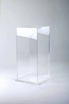 ref: 725 Perspex display pedestal