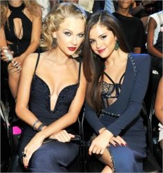 Taylor Swift and Selena Gomez attend the 2013 MTV Video Music Awards. The BFF Taylor Swift's and Selena Gomez are planing to move to Ne. Selena Gomez, Selena And Taylor, Taylor Alison Swift, Taylor Dress, Taylor Swift Bikini, Boutique Fashion, Taylor Swift Pictures, Hollywood, Justin Bieber