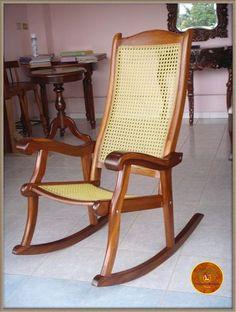 Antigua mecedora sill n de madera dispongo de mas iguales for Mecedora de madera