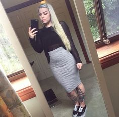 Classic vans with long pencil skirt Long Pencil Skirt, Pencil Skirt Outfits, Casual School Outfits, Casual Summer Outfits, Fall Outfits, Look Girl, Girl Fashion, Fashion Outfits, Simple Shirts
