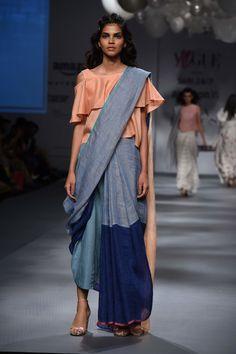 fcb3f7d906ac89 Here Are 35 Non-Boring Ways To Drape A Sari