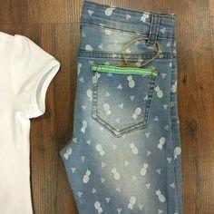 Detalle pantalón piñas Newness
