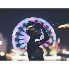 He shot this in New York on the opposite side of the river to the ferris wheel to create the bokeh and the silhouette. Image Beautiful, Brandon Woelfel, Foto Instagram, Shooting Photo, Foto Pose, Aesthetic Photo, Aesthetic Grunge, Tumblr Girls, Amusement Park