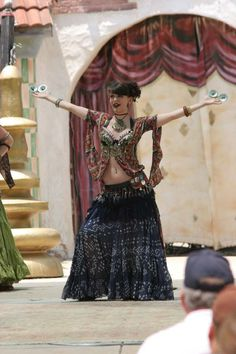 Belly Dancing at the GA Ren Fest just wear a tank under it? Danza Tribal, Tribal Belly Dance, Dance Photos, Dance Pictures, Cool Costumes, Dance Costumes, Belly Dance Makeup, Renaissance Fair Costume, Tribal Costume