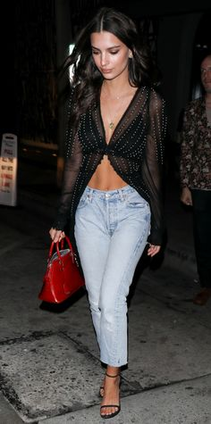 Emily Ratajkowski shows off her insane abs in a chic outfit.