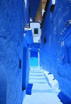 青と白で彩られた幻想的な世界。シャウエンの魅力をぎゅぎゅっとご紹介します。 Beautiful Streets, Beautiful World, Beautiful Places, Beautiful Pictures, Everything Is Blue, Blue City, Blue Garden, Blue Aesthetic, Of Wallpaper