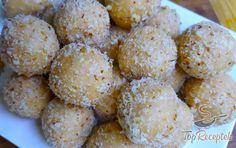 Mézes (Marlenka) golyók | TopReceptek.hu Sweet Bar, Tasty, Yummy Food, Mini Desserts, Sweet And Salty, Yummy Cookies, Creative Cakes, Desert Recipes, Tray Bakes