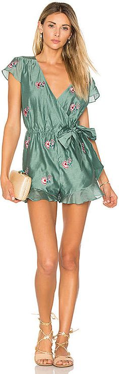Tularosa Ashby Romper in Sage. - size L (also in M,S,XS). Cute Silky romper (Please note that this is an affiliate link). Trendy Outfits, Cool Outfits, Summer Outfits, Summer Ootd, Trendy Clothing, Summer Fall, Beach Attire, Comfortable Fashion, Daily Fashion