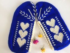 This Pin was discovered by Fil Crochet Socks, Booties Crochet, Knitted Slippers, Baby Booties, Knit Crochet, Baby Knitting Patterns, Sewing Patterns, Crochet Patterns, Tunisian Crochet