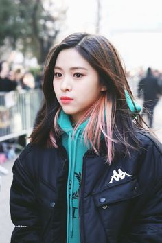dedicated to female kpop idols. Kpop Girl Groups, Kpop Girls, Korean Princess, Rapper, Grunge Hair, Hairstyles With Bangs, New Girl, South Korean Girls, Girl Crushes