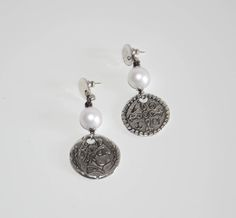 Thick silver filled coin zamak earrings with shell pearl, uno de 50 style, very good quality earrings, anti allergic earrings, vintage style by OtroAccesorio on Etsy