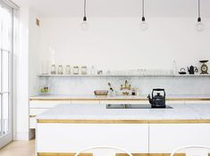 Kitchens Without Upper Cabinets: Should You Go Without?