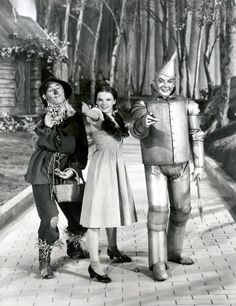 Wizard of Oz 1939 Ray Bolger-scarecrow, Judy Garland-Dorthy Gale, and Jack Haley-Tinman Judy Garland, Wizard Of Oz Movie, Wizard Of Oz 1939, 3 Movie, Movie Stars, Broadway, Old Movies, Great Movies, Tin Man Costumes