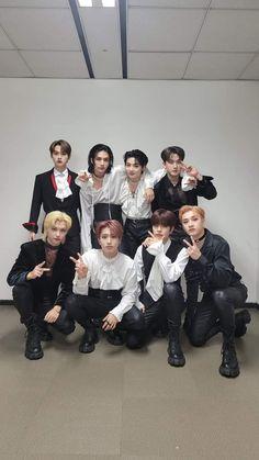 Kids Wallpaper, Photo Wallpaper, K Pop, Vampire Boy, Stray Kids Seungmin, Kids Board, Lee Know, Lee Min Ho, To Youtube
