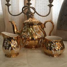 Sadler swirl set full gilt and white flowers - P8,500 #shabbychicphl #shabbychicphilippines #sadler  http://www.shabbychicphl.com/product/sadler-swirl-full-gilt-set/
