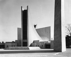 Mary's Cathedral — Kenzo Tange Tokyo, Japan. Bauhaus Architecture, Japan Architecture, Amazing Architecture, Interior Architecture, Interior Design, Hyperbolic Paraboloid, Kenzo Tange, Unusual Buildings, Constructivism