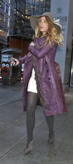 Today's street style picks feature celebrity fall looks, with an emphasis on trending colors this season. Blake Lively Street Style, Blake Lively Family, Street Style Blog, Purple Coat, Purple Jacket, Serena Van Der Woodsen, Fashion And Beauty Tips, Glamour, Fashion Updates