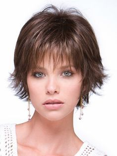 Thin, fine hair is often seen as limp and unable to hold any particular style. But it is actually versatile and can be made to look most any way a pers… Fine Hair Cuts, Medium Hair Cuts, Short Hair Cuts, Thin Hair Layers, Bobs For Thin Hair, Hair Bobs, Choppy Layers, Fine Hair Styles For Women, Curly Hair Styles