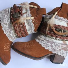 DIY bohemian boots tutorial: http://myhoneysplace.com/links-to-many-diy-projects-with-instructions-updated-often/