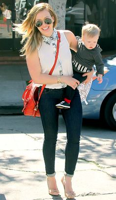 Hilary Duff and baby Luca...She is looking fab and it doen't hurt that she still has that new mommy glow!  Heels, a purse and baby...making it look easy @@