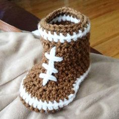 A baby shower gift set for a football - loving Mom & Dad is in the works! Mom And Dad, Baby Shower Gifts, Dads, Football, Knitting, Pretty, Instagram Posts, Soccer, Futbol