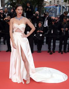 Alessandra Ambrosio Brings the Glamour in a Beautiful Beaded Gown - and More Must-See Photos from Cannes! Winnie Harlow, Adriana Lima Style, Haute Couture Gowns, Couture Dresses, Strapless Gown, Beaded Gown, Red Carpet Dresses, Celebs, Celebrities
