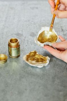 Love this DIY >> Gilded oyster shells