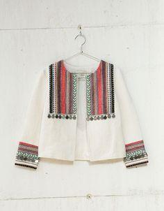 Blazer bordado étnico. Descubre ésta y muchas otras prendas en Bershka con nuevos productos cada semana