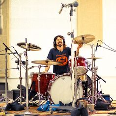 oh to be that drum set....how many times do you think it's been banged by Dave? haha.